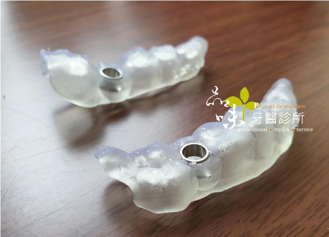 兩個透明的手術導引板